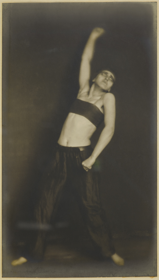 Jo Mihaly, danse « Révolution », Germaine KRULL, 1925, © Estate Germaine Krull, Folkwang Museum, Essen