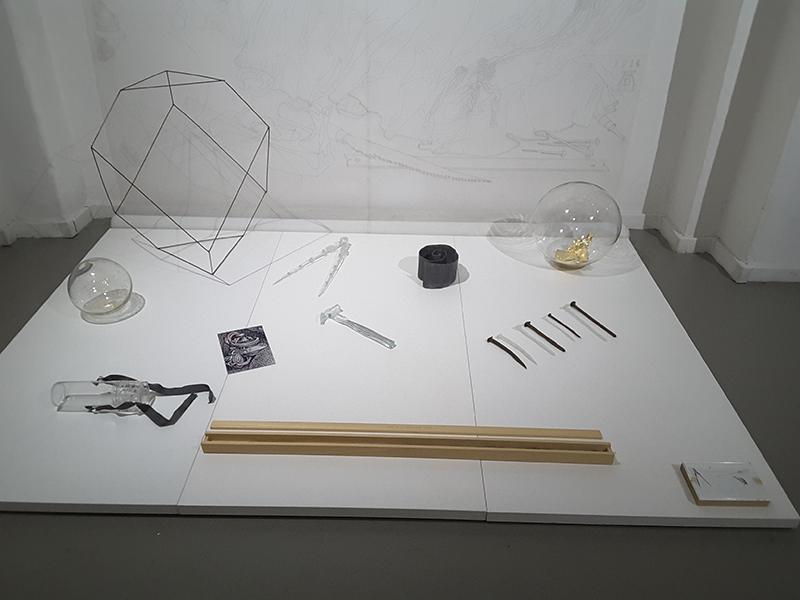 Vue de l'installation d'Anne Deguelle, courtesy Galerie Dix9 Hélène Lacharmoise